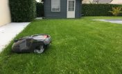 robot tondeuse 310 husqvarna idéal pour les petits jardins